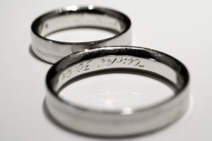Különleges fehérarany karikagyűrű