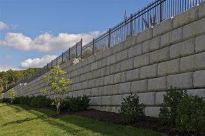 A betonkerítés már a kezdetektől véd